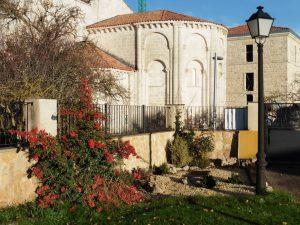 Exterior del Alojamiento - Vista al Ábside Románico
