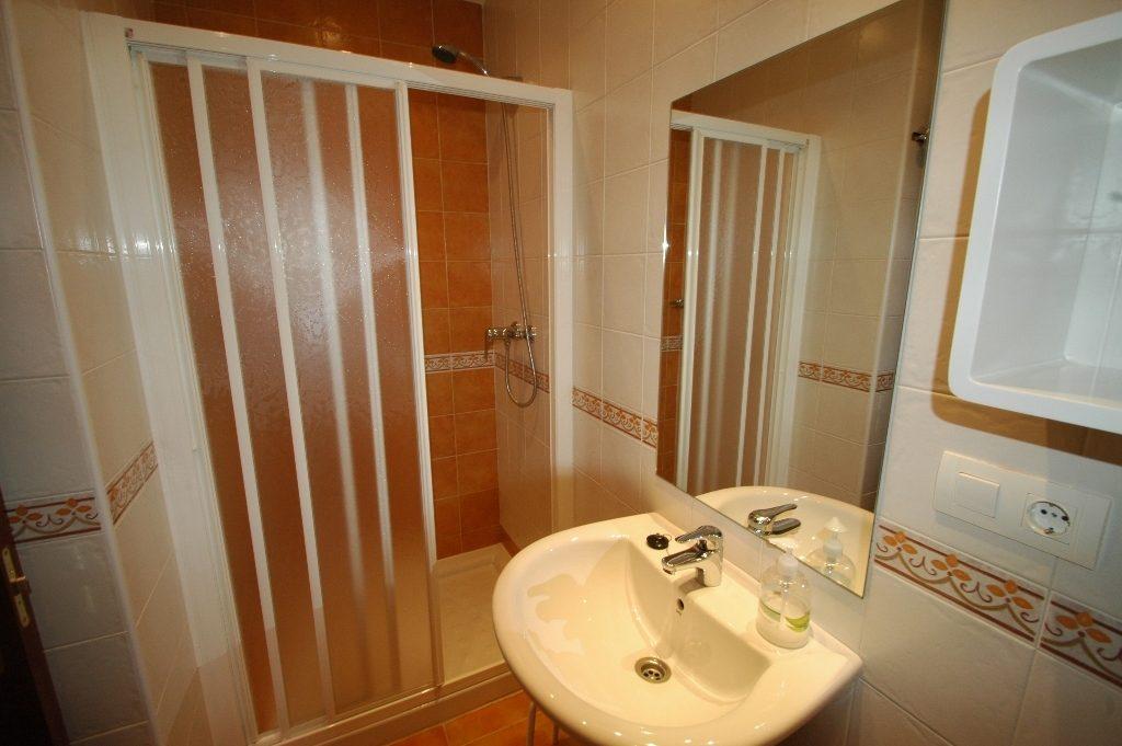 Baño con ducha de las habitaciones